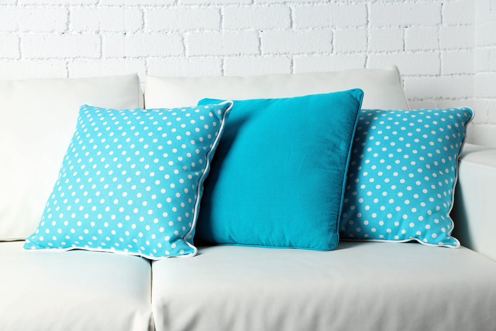 Furniture Store Offers 40 Tips For Decorating With Throw Pillows Fascinating Pillow Decorating Tips