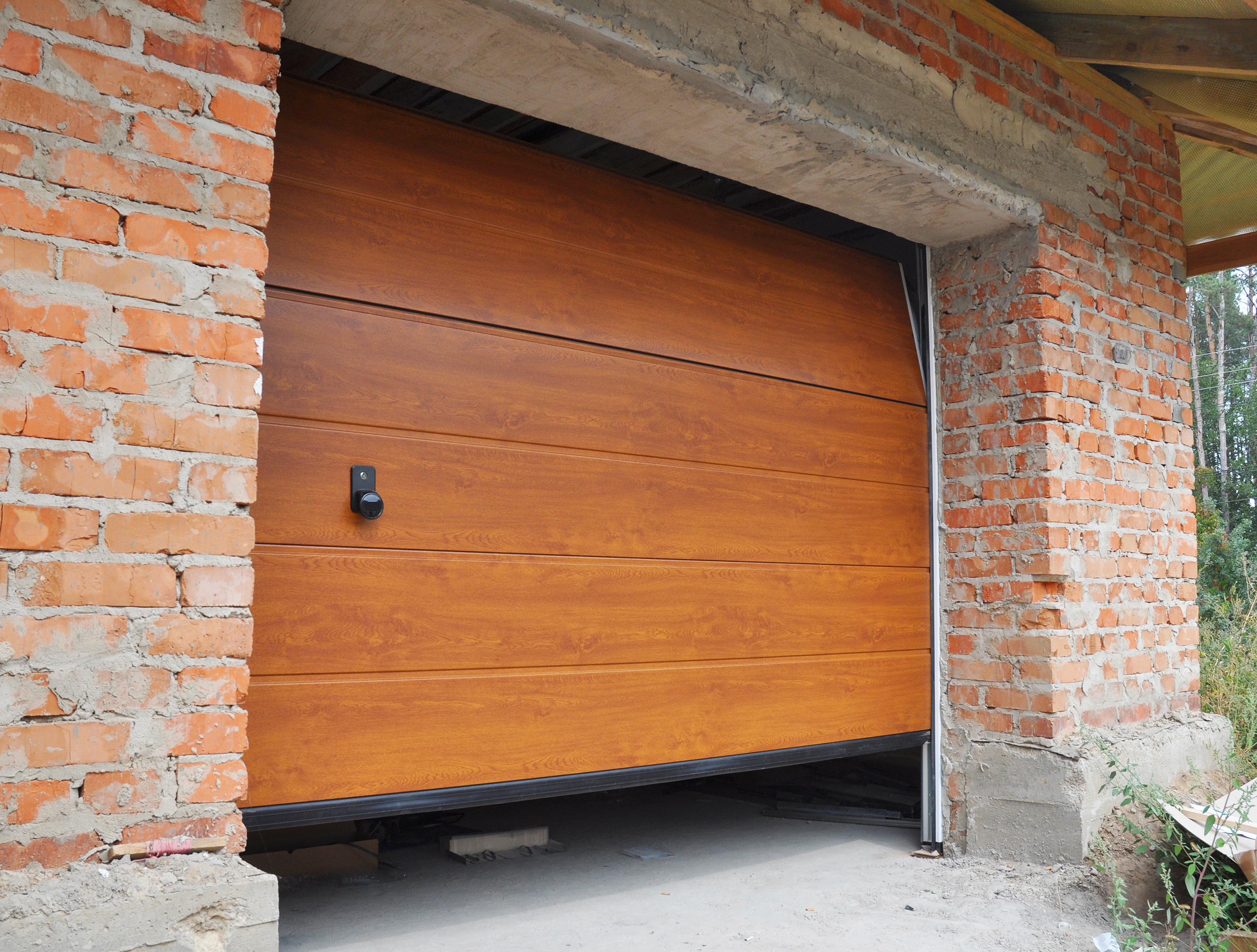 A Guide to Garage Door Struts & Their Benefits - MP Garage Doors