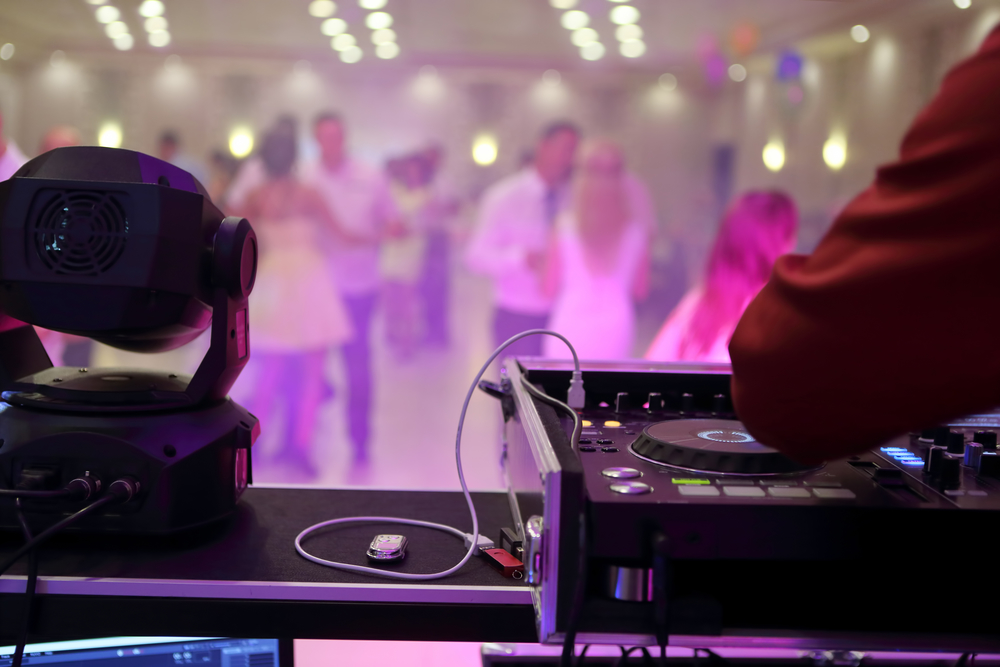 Why A Good Wedding Dj Caterer Are Key For Your Reception Party