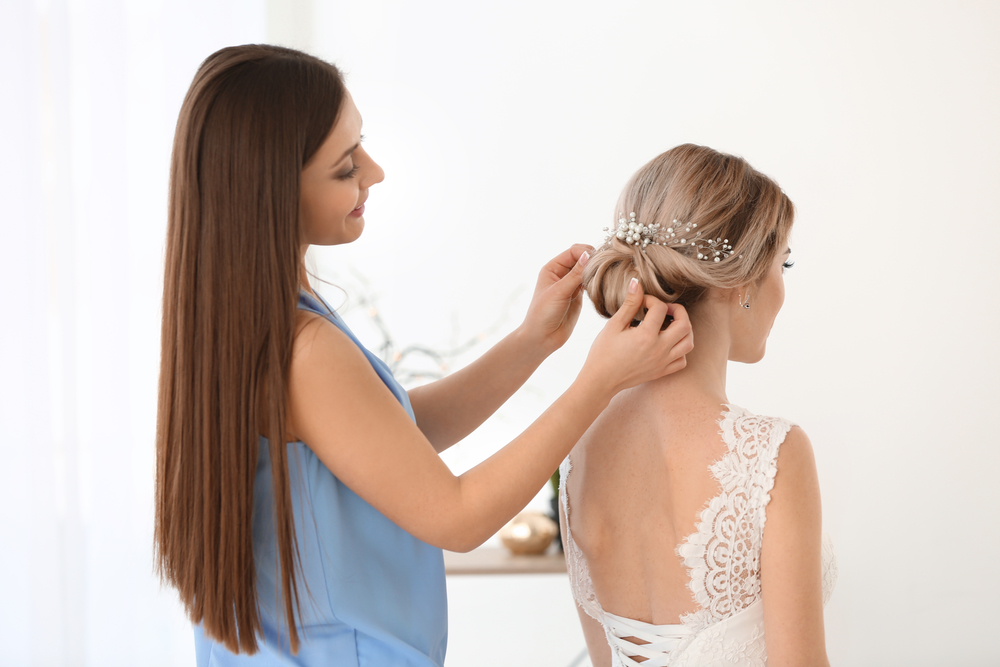 5 Amazing Benefits of Having Your Hairstylist Come to Your