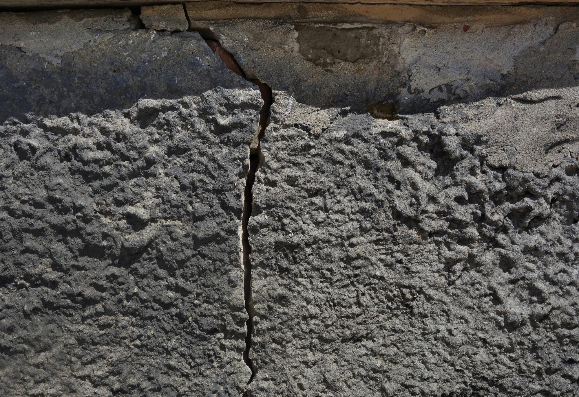 cracked concrete repairs