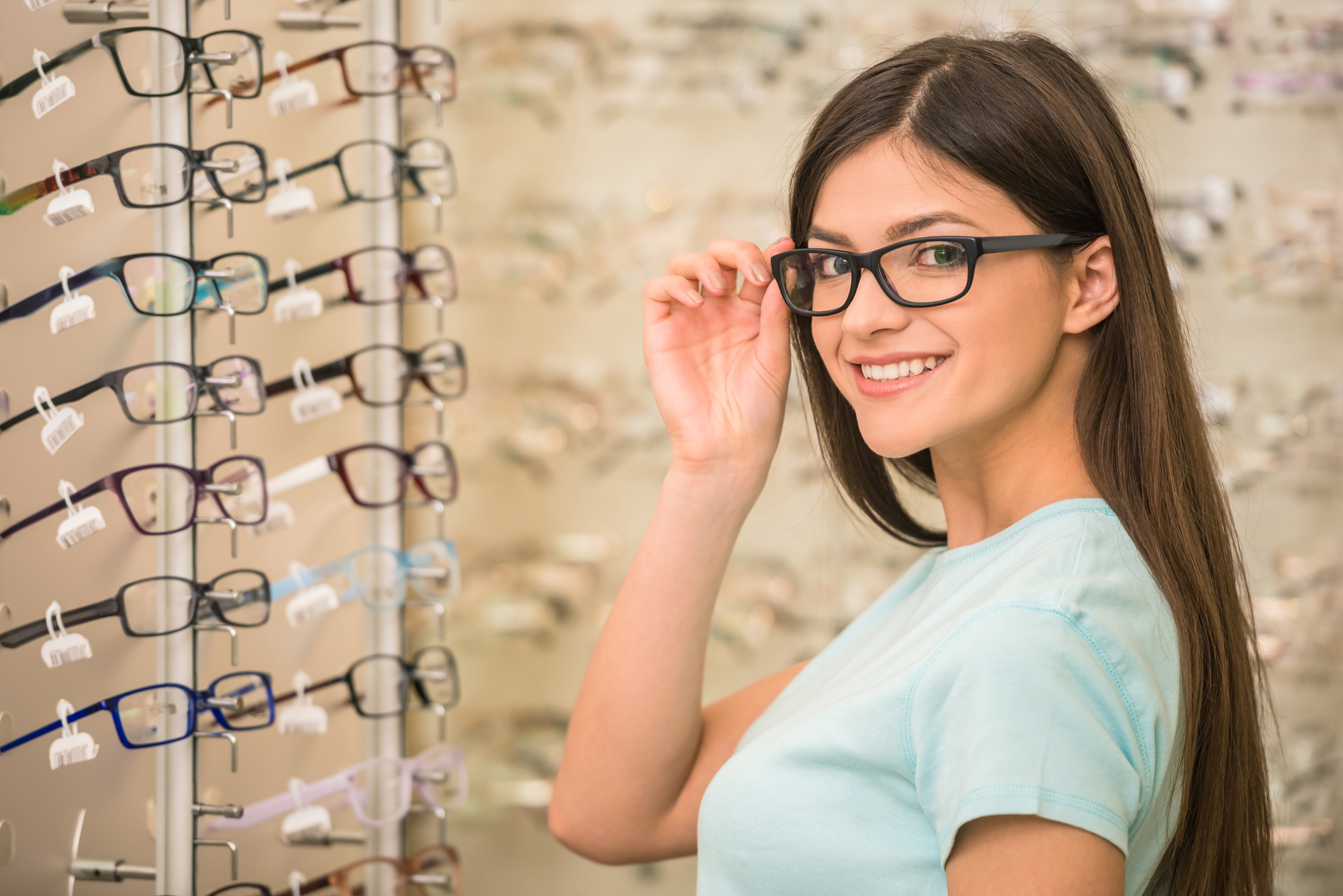 b7c1a0ae19dfd 3 Tips for Choosing the Right Eyeglasses for Your Face Shape - First ...