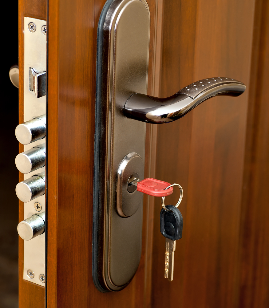 Handlesets: Handlesets Come With A Deadbolt Lock. They Are Almost  Exclusively Used For Exterior Door Setups, But The Presence Of The Dual  Locks Makes This ...