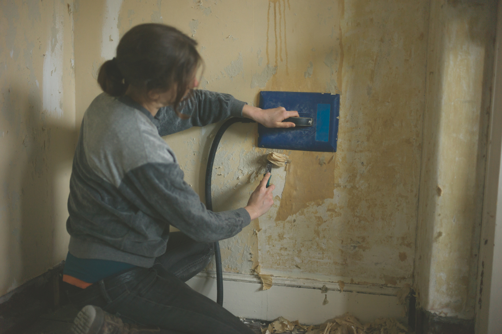 3 tips for removing wallpaper at home hoffman interior for Home wallpaper removal tips
