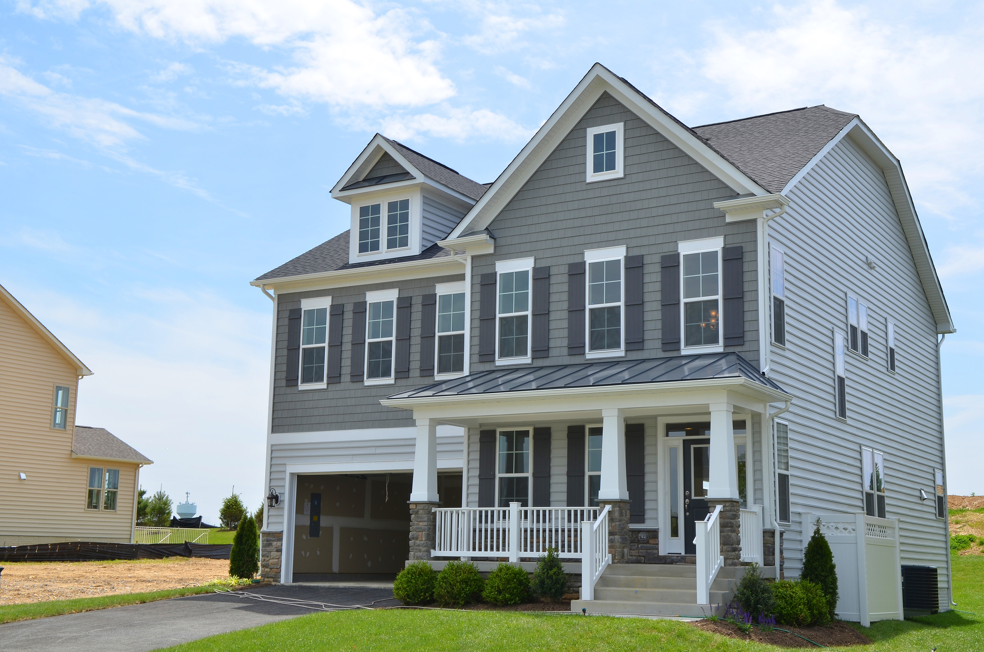Steel vs shake siding which is better for your home Fiber cement siding vs vinyl siding cost comparison