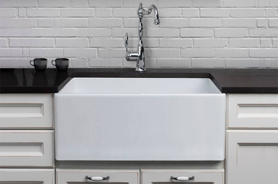 Single Handle Faucets. Farmhouse Sinks