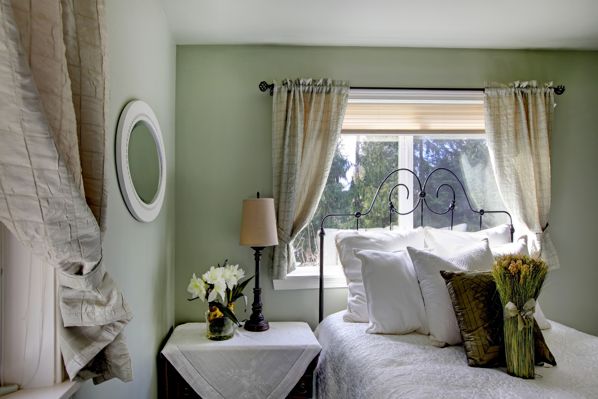 3 Bedroom Window Treatment Ideas To Improve Sleep Beaver Interiors Inc Kihei Nearsay