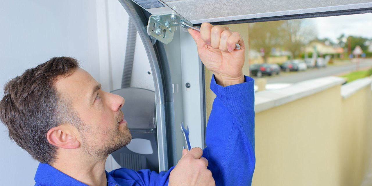 5 Signs It's Time to Replace Your Garage Door - BROOKS ...