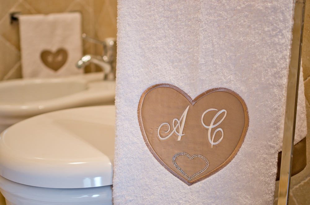 5 Embroidered Gift Ideas For Weddings Embroider It Columbia