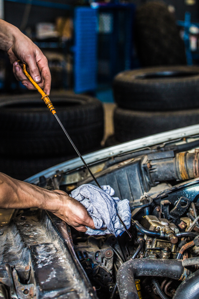 5 reasons to get a professional oil change murray 39 s for What takes motor oil out of clothes