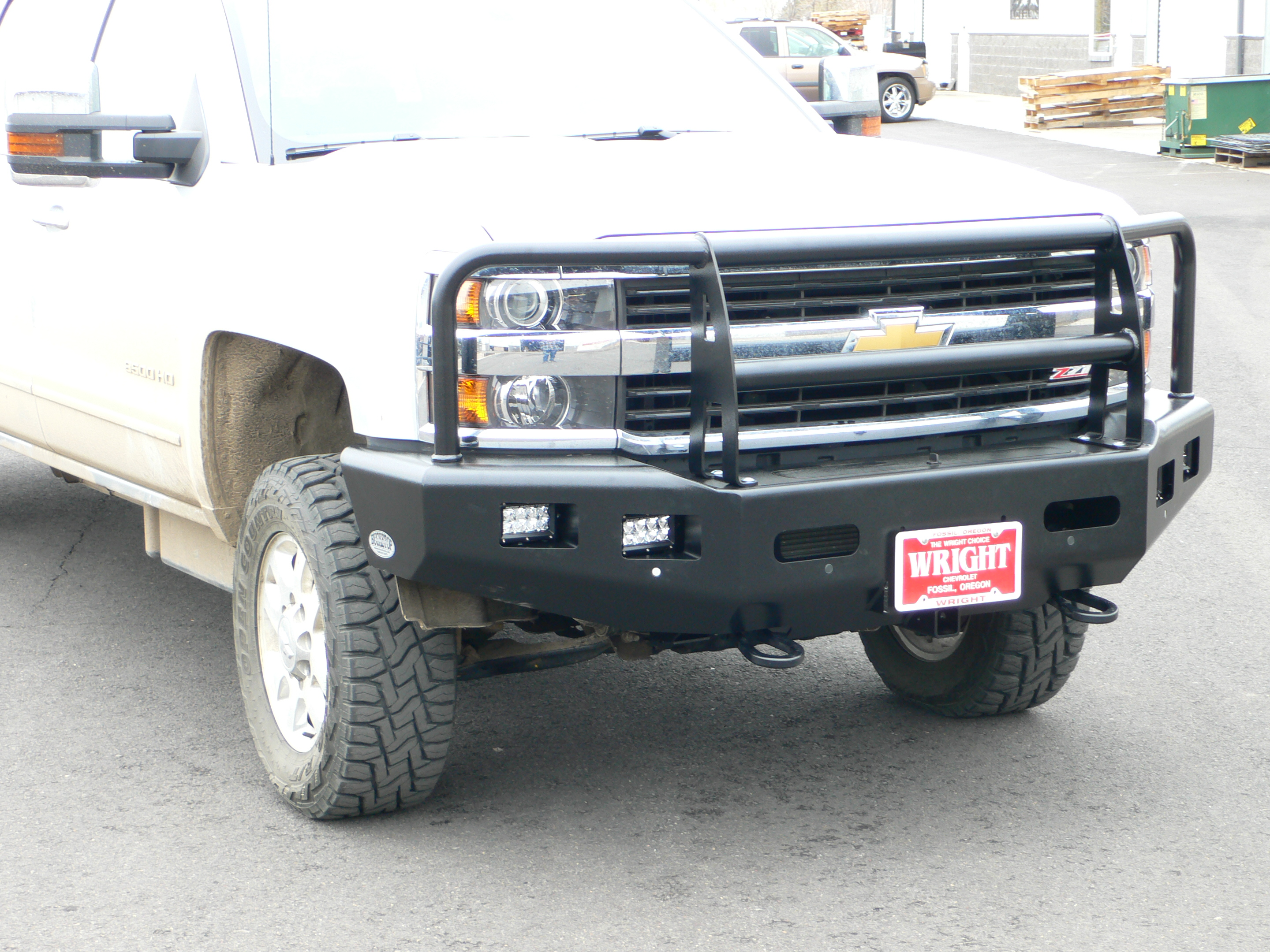 3 Benefits of Installing a Heavy-Duty Bumper on Your Truck