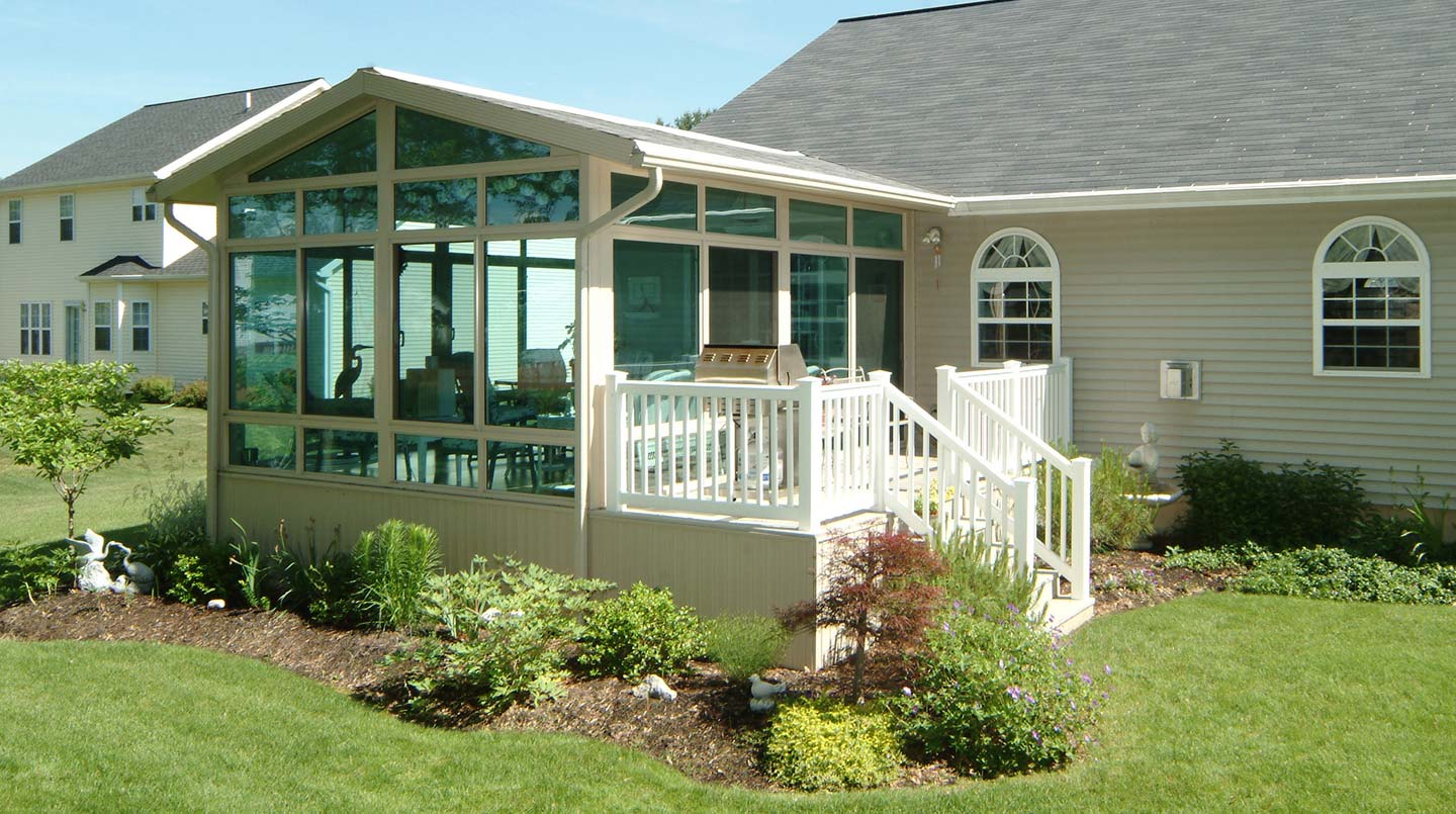 3 Factors To Look For In Replacement Sunroom Windows