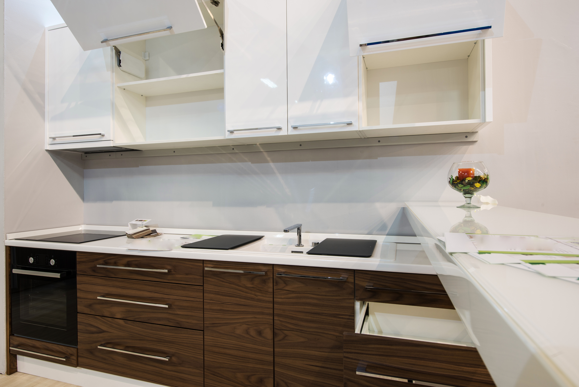 Do S And Don Ts Of Two Tone Kitchen Design B2b Cabinet