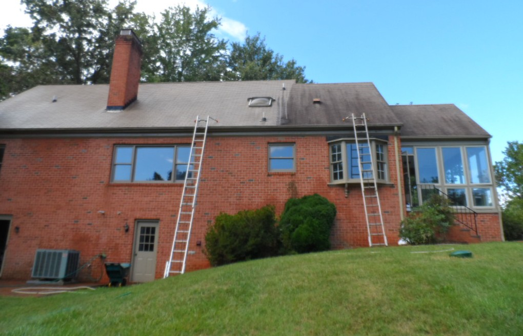 Tidying Up This Spring 3 Tips For Roof Cleaning Blue Ridge Exterior Cleaning Waynesboro