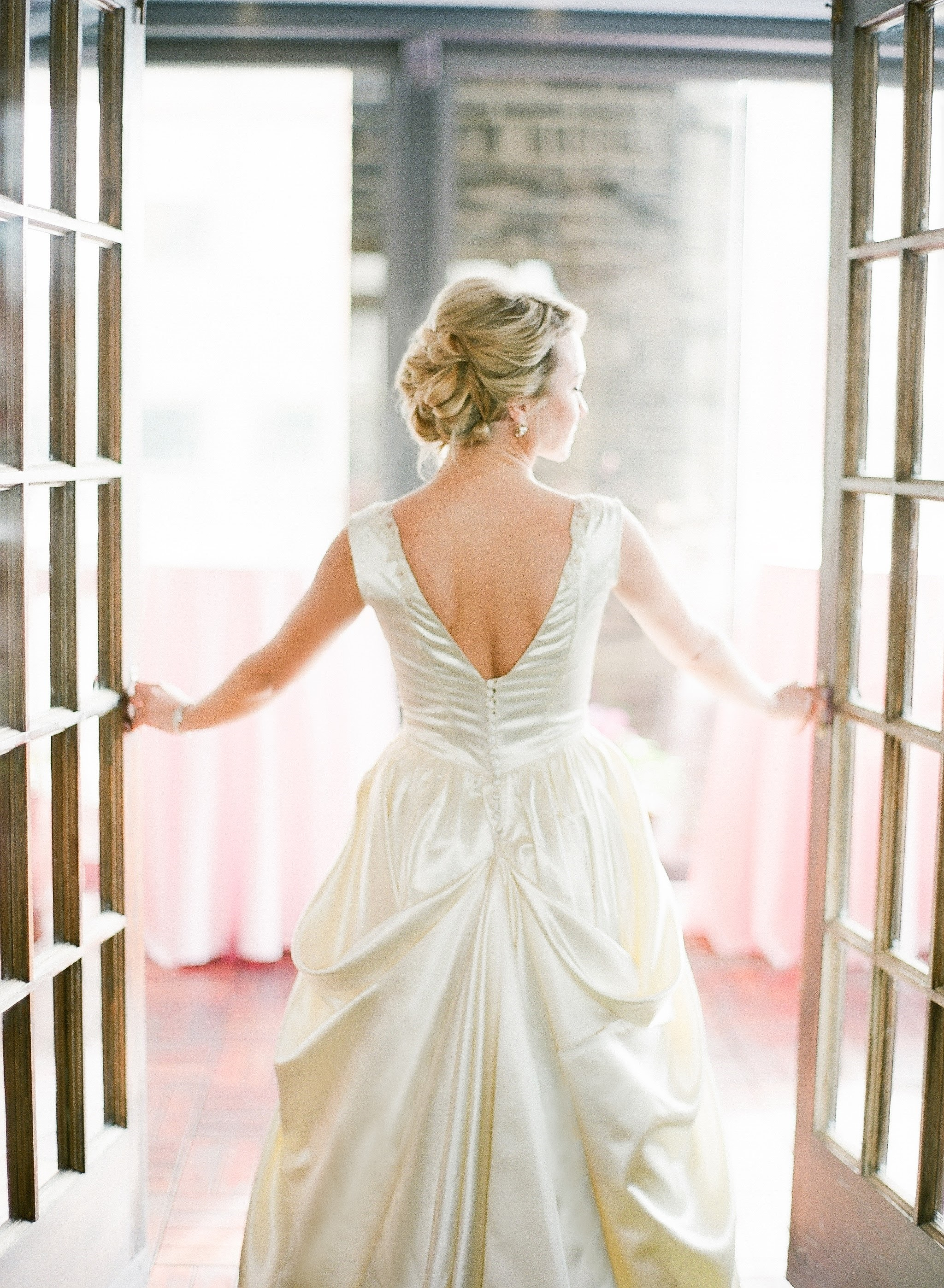 How to Pick the Best Bustle for Your Wedding Dress - Wo\'s Custom ...