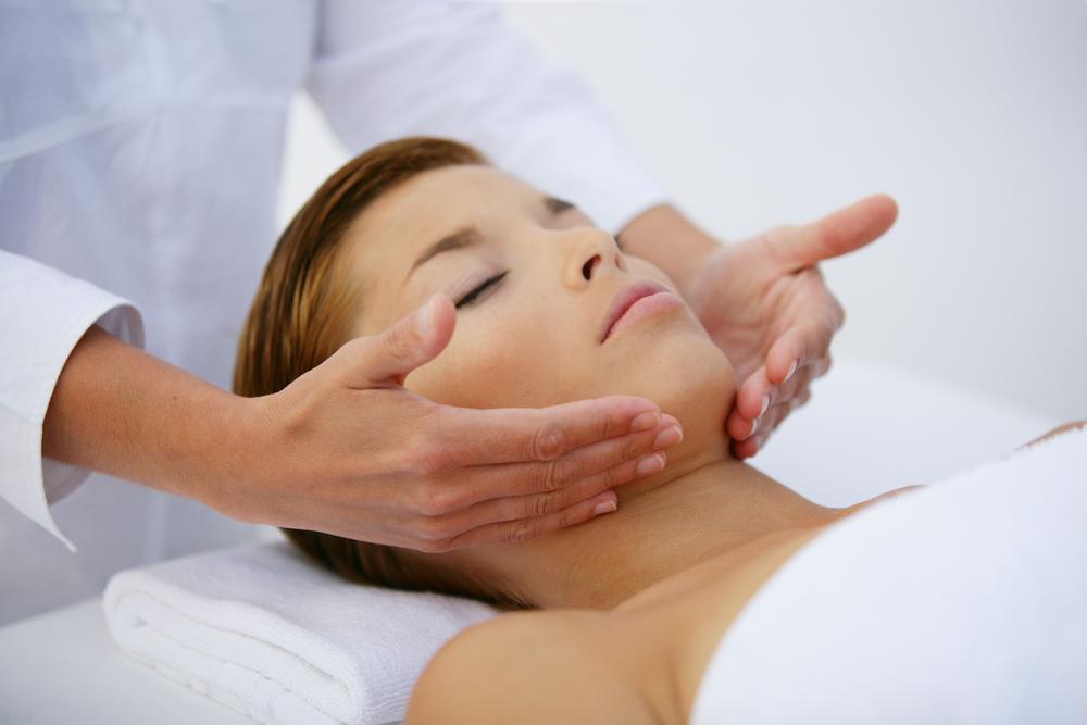 Anti-Aging Treatment & More: 5 Benefits of Summer Facials..