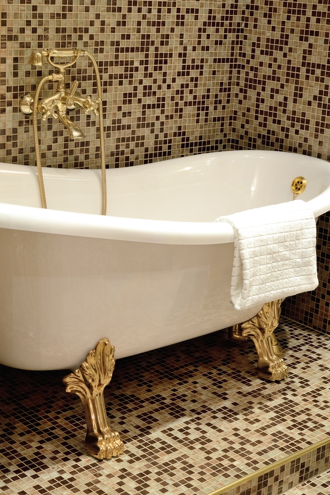 3 tips for choosing the right bathtub porcelain glaze clinton nearsay. Black Bedroom Furniture Sets. Home Design Ideas