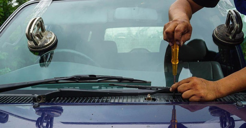 automotive glass replacement