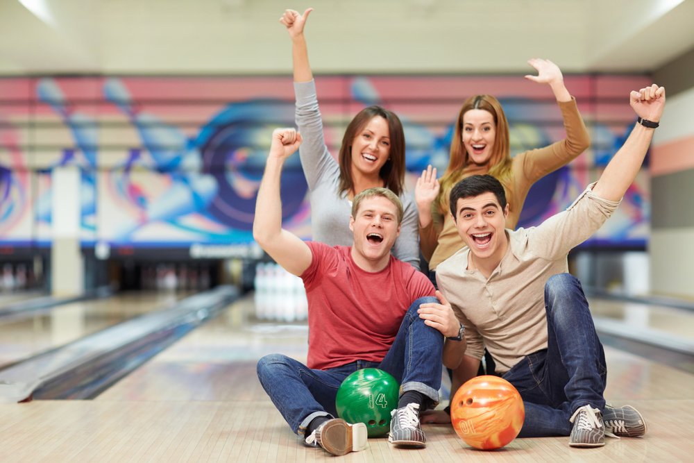 What are some tips on choosing a good bowling alley?