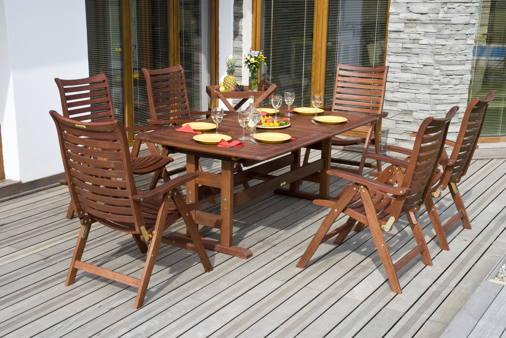 3 steps to follow for wooden patio furniture restoration for Restoration hardware teak outdoor furniture