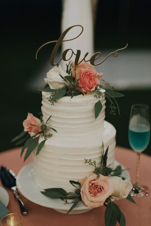 5 amazing wedding cake trends for the summer ke nui kitchen adding flowers to cakes is gaining popularity and for a good reason its an easy way to make a simply dressed cake more eye catching junglespirit Gallery