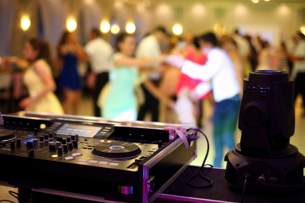 5 Tips For Choosing Your Wedding Music Party Pleasers
