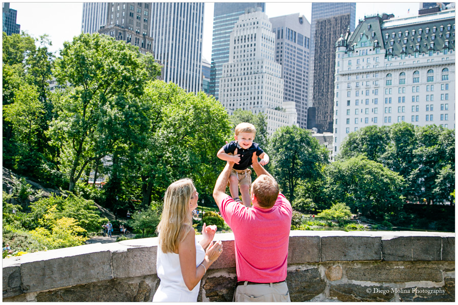 family photographer in new york, the gapstow bridge central park family photos