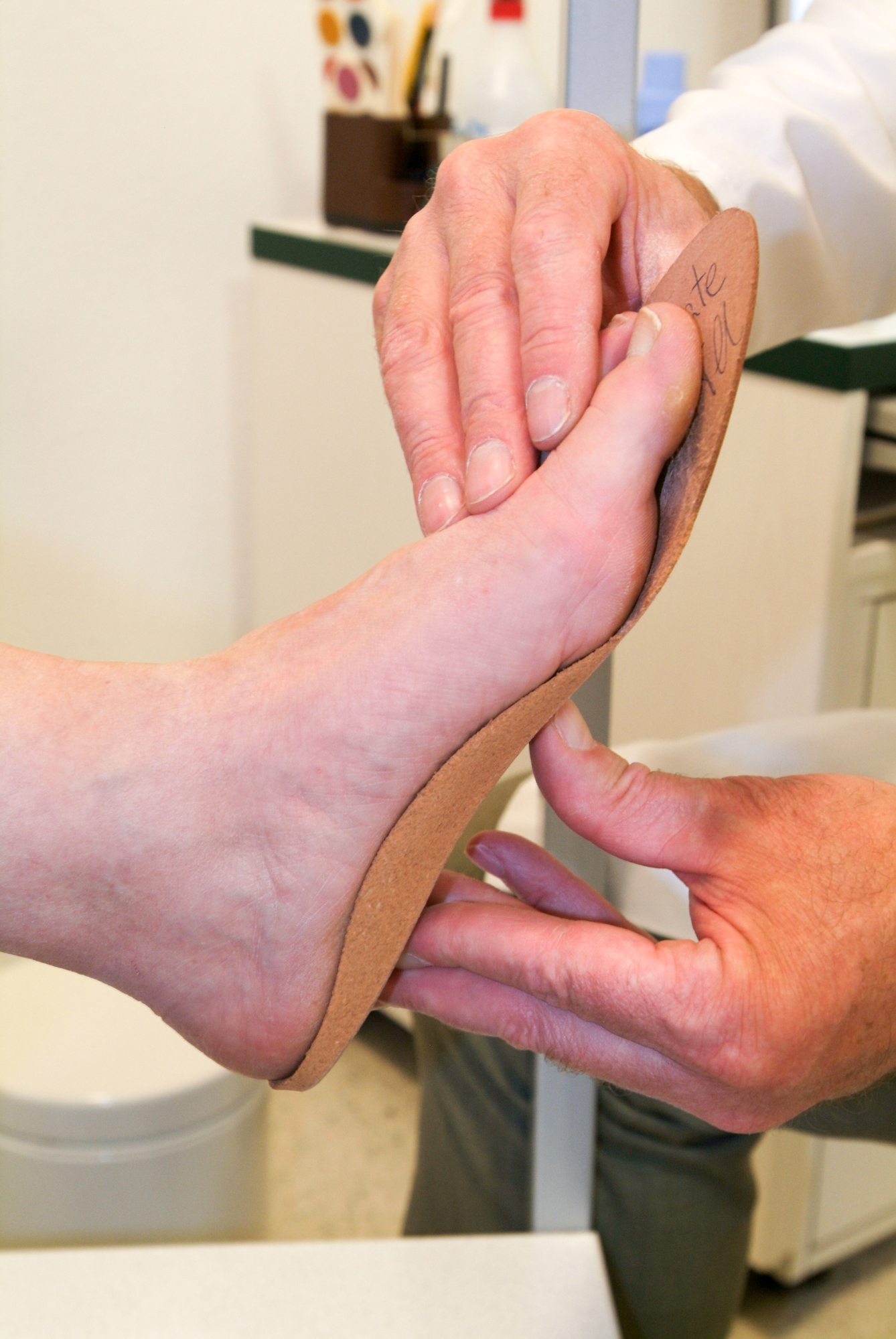 Why should you choose custom orthotics if you suffer from for Douleur pied exterieur