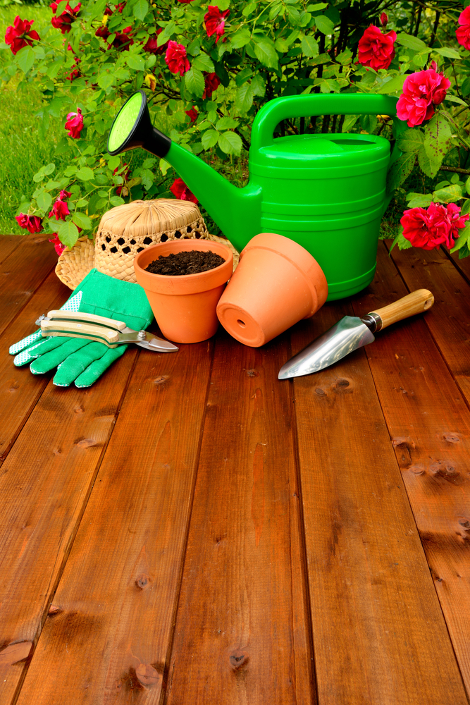 Garden supplies tips for beginners baker hardware for Gardening tools you need