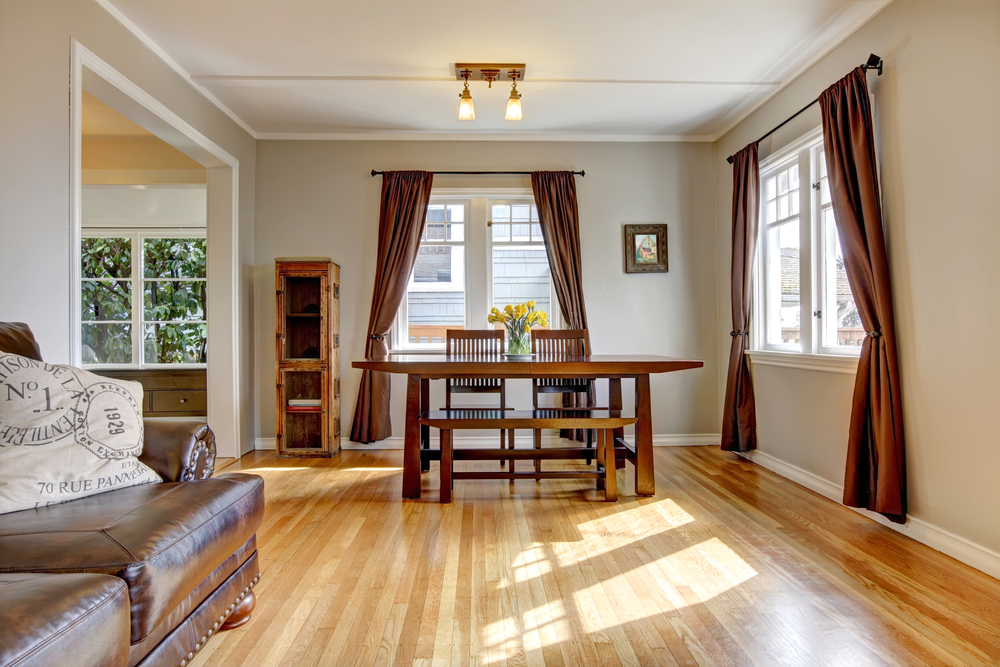 3 Tips For Decorating A Room With Hardwood Floors
