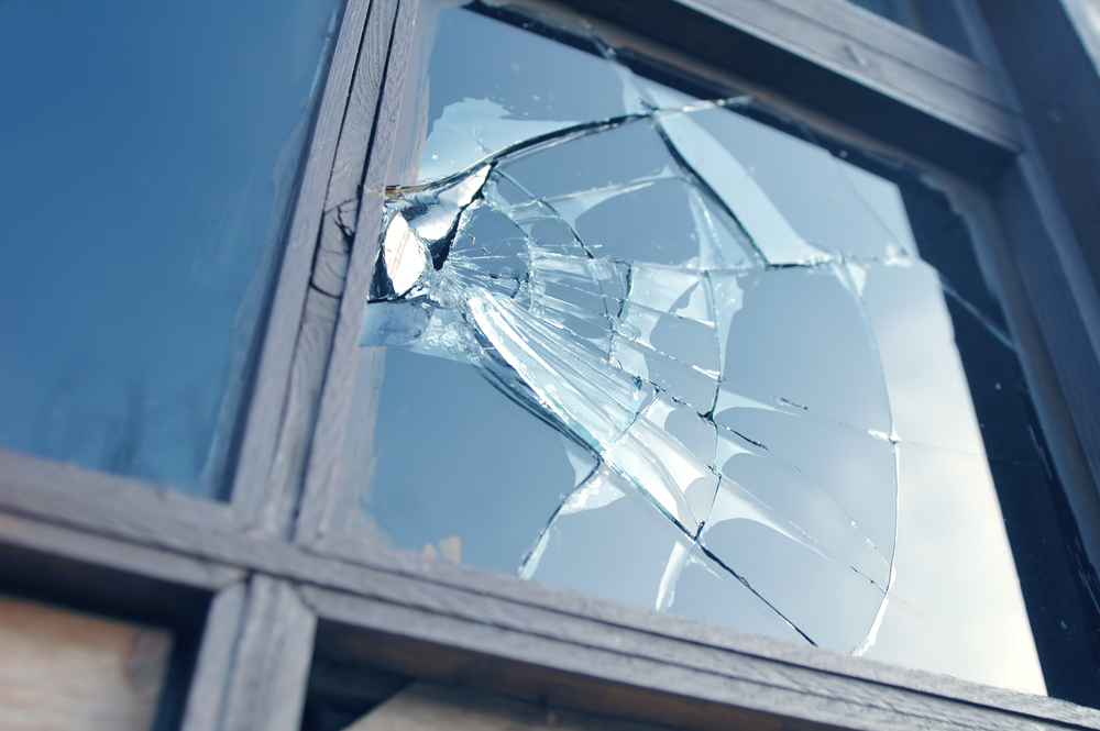 3 Tips To Temporarily Fix A Window Prior To A Glass Replacement Furniture City Glass Mirror