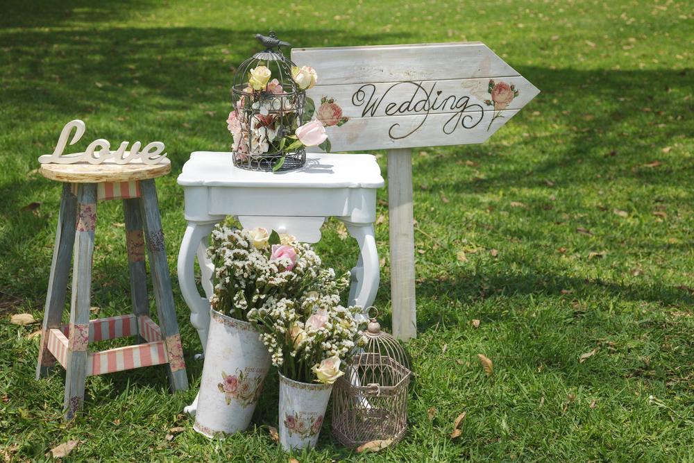 Tips For Choosing Between An Indoor Or Outdoor Wedding Venue Makoy
