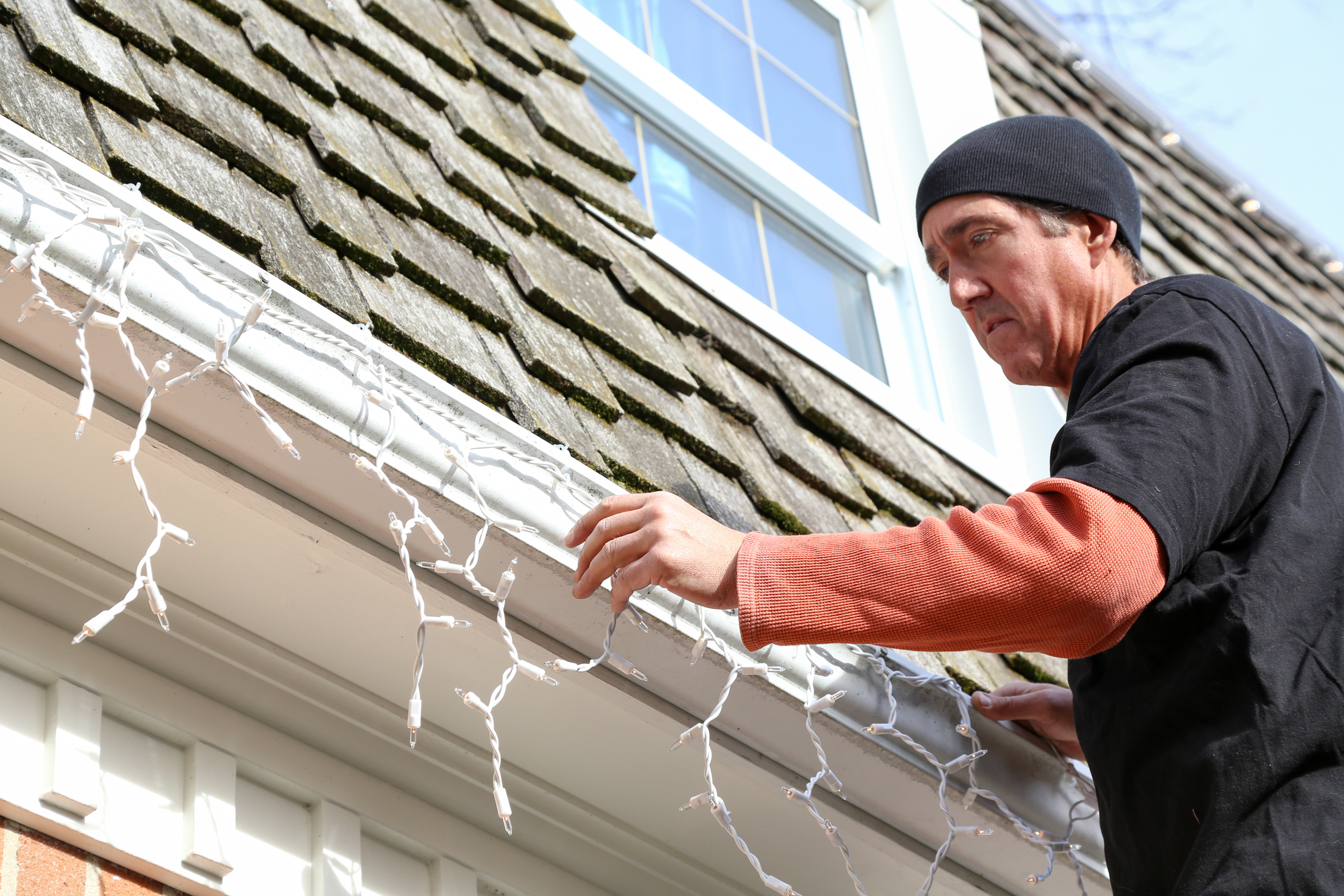 3 Tips For Hanging Decorations Without Damaging Your Gutters