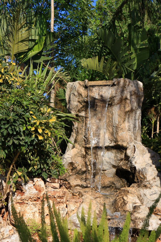 3 reasons to get a backyard water feature team green inc for Greeninc landscape architecture