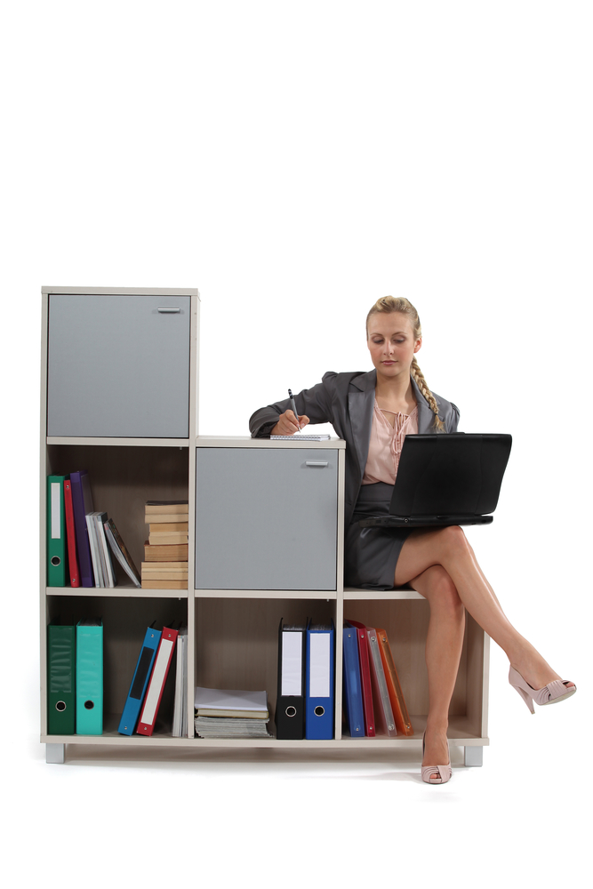 5 Factors To Consider Before You Buy Office Furniture
