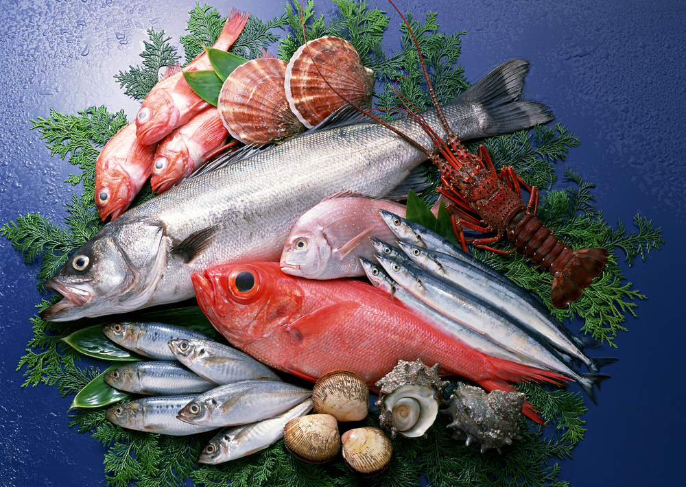 How to tell if something s fishy with your seafood for Does frozen fish go bad