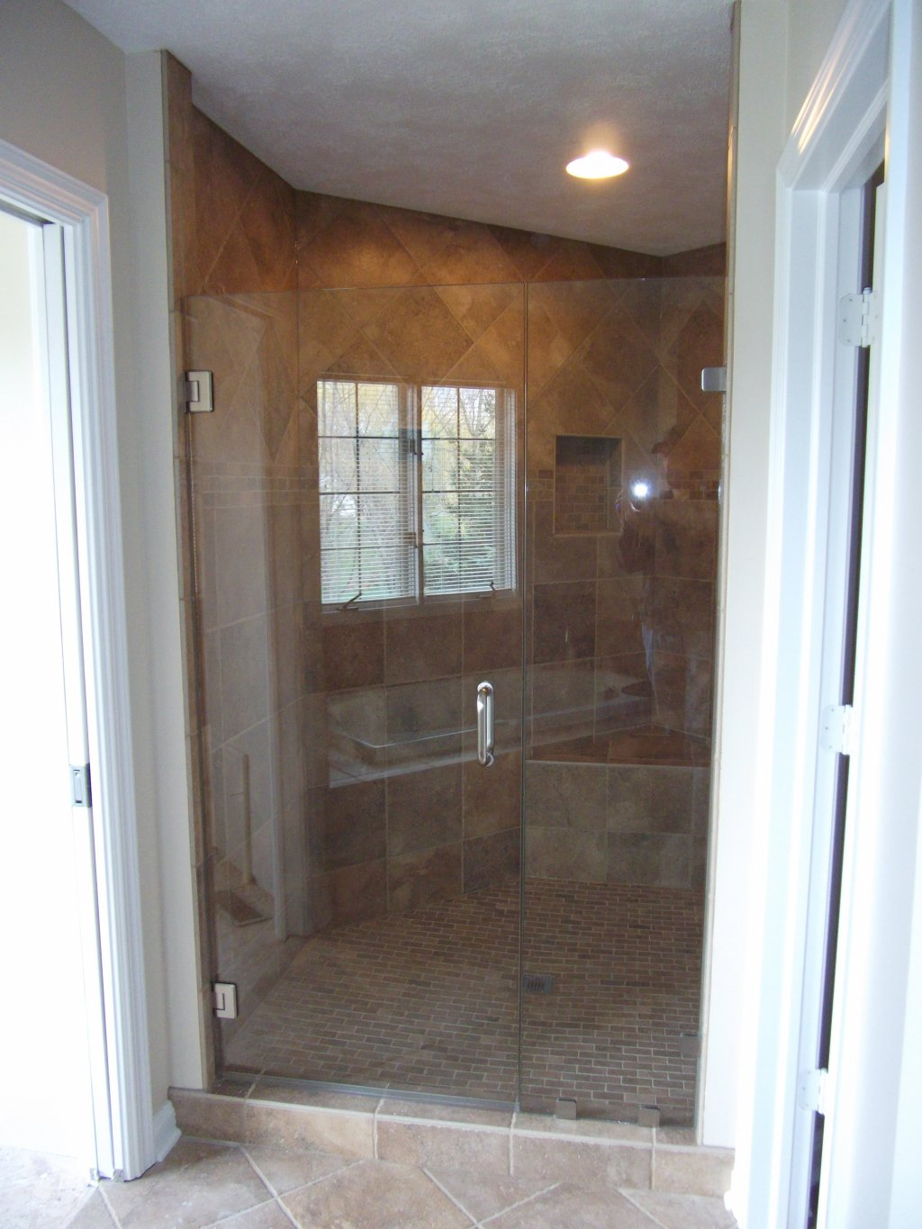 3 Steps To Take When You Need To Replace Your Glass Shower Door