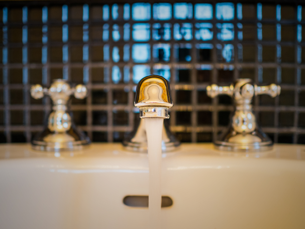 Pro Plumbers Explain 5 Signs Your Faucet Needs a Replacement ...