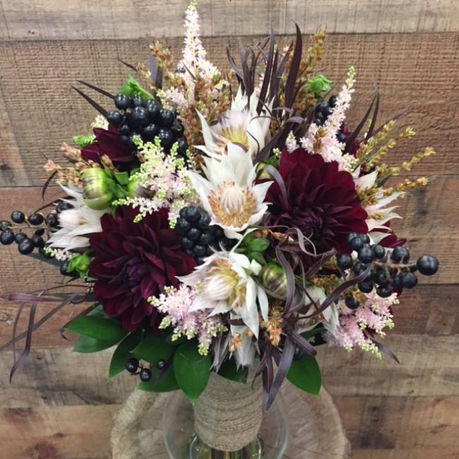 4 Fall Themed Wedding Flower Bouquet Ideas Roaring Oaks Florist
