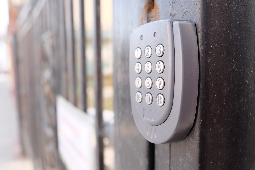 Locksmith shares top 3 garage door locks for optimal home for Best locks for home security