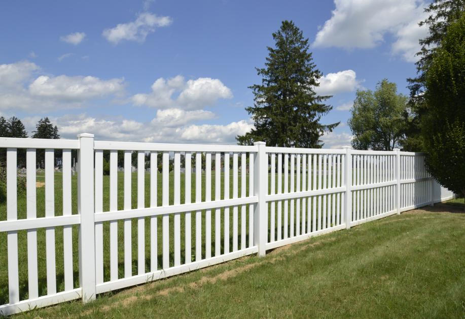 Need A New Fence Weighing The Differences Of Chain Link Vs Vinyl