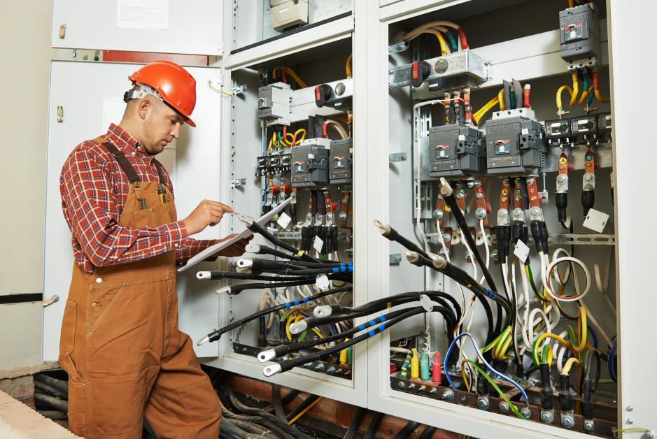 3 Benefits of Hiring a Commercial Electrician to Handle Your ...