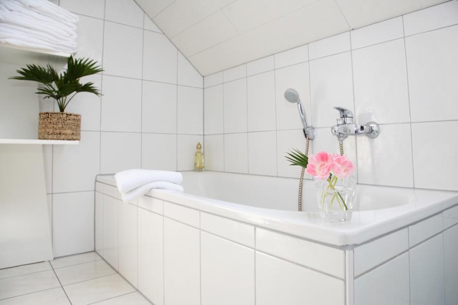 Shower Refinishing: DIY vs Professional - The Surface Doctor RX - La ...