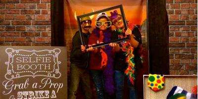 Why a Photo Booth Rental Is Always a Big Hit at Holiday Parties, Reading, Ohio