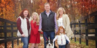 Your Guide to the Ultimate Holiday Family Photo Shoot, St. Charles, Missouri