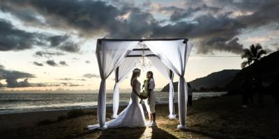 Choosing a Warm Hawaiian Elopement Destination for the Holiday Season, San Francisco, California