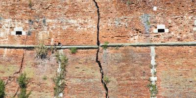 3 Common Causes of Bowed Walls, Louisville, Kentucky