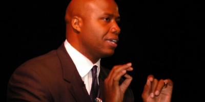 How a Keynote Speaker Can Customize Their Speech for Any Audience, Boca Raton, Florida