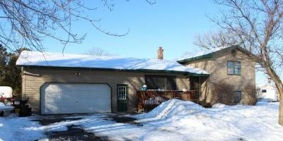 FOR SALE: Great Home on 1+ Acre Outside Milaca, Zimmerman, Minnesota