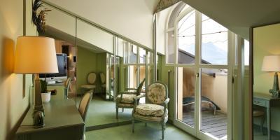 4 Ways Mirrors Help a Small Space Look Bigger, Dothan, Alabama